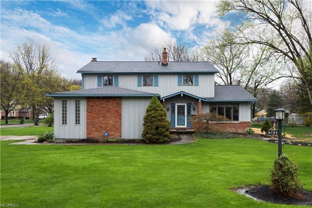 6194 Paisley Dr, North Olmsted, OH - USA (photo 1)