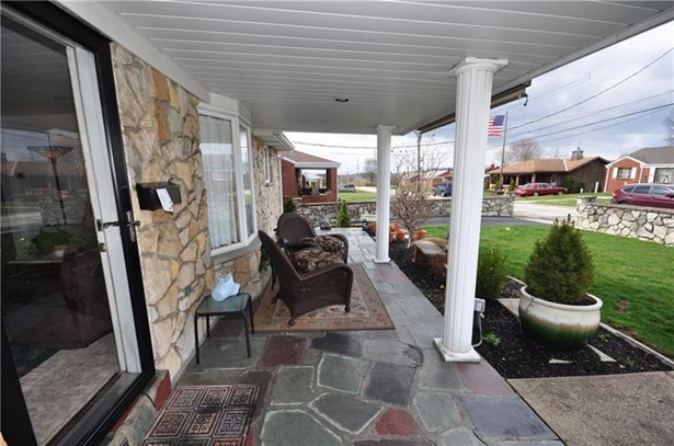 205 Lebanon Manor Drive, West Mifflin, PA - USA (photo 2)