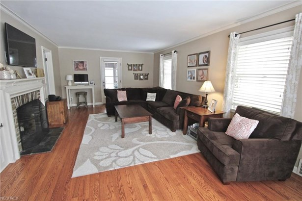 2379 Lalemant Rd, University Heights, OH - USA (photo 2)