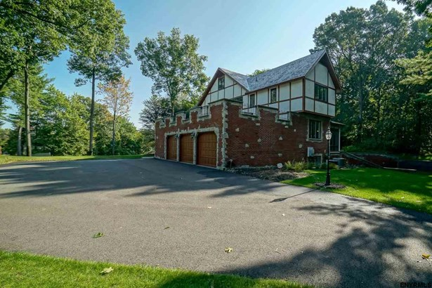 16 West Cobble Hill Rd, Colonie, NY - USA (photo 2)