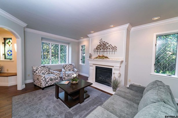 16 West Cobble Hill Rd, Colonie, NY - USA (photo 4)