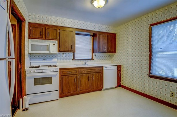 6217 Stratford Dr, Parma Heights, OH - USA (photo 3)