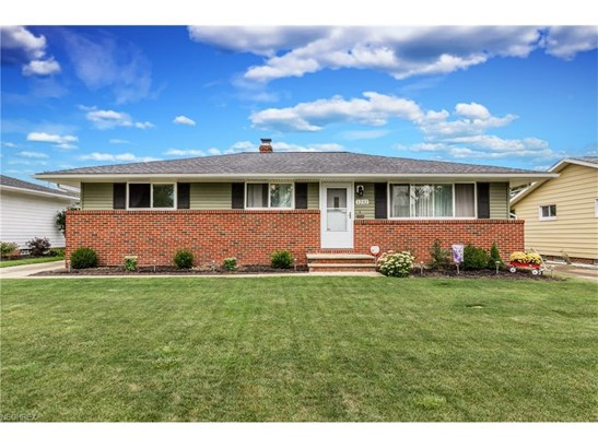 1232 Golden Gate Blvd, Mayfield Heights, OH - USA (photo 1)