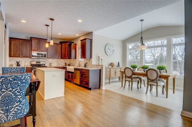9360 Rockys Ct, Broadview Heights, OH - USA (photo 5)