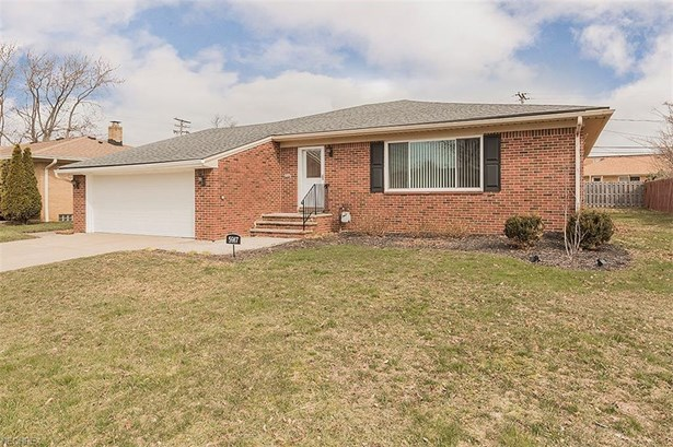 5917 Mayflower Ave, Mayfield Heights, OH - USA (photo 1)