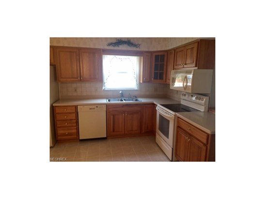25946 Byron Dr, North Olmsted, OH - USA (photo 3)