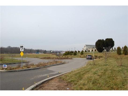 220 Grove City Road, Slippery Rock, PA - USA (photo 3)