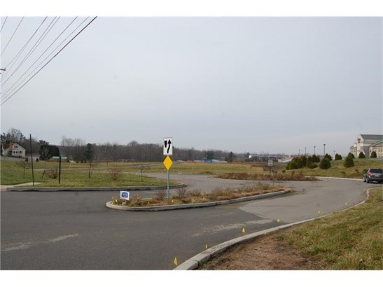 220 Grove City Road, Slippery Rock, PA - USA (photo 4)