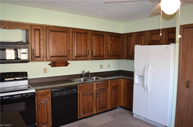 9285 Lindbergh Blvd, Olmsted Falls, OH - USA (photo 3)