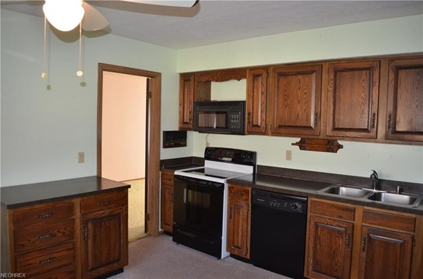 9285 Lindbergh Blvd, Olmsted Falls, OH - USA (photo 4)