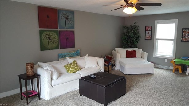 17868 Ash Dr, Strongsville, OH - USA (photo 3)