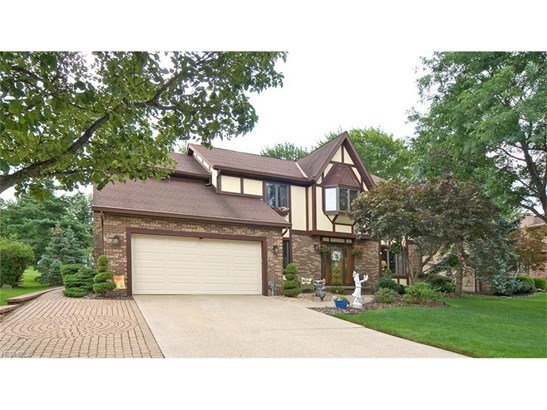 10039 Forestview Dr, Strongsville, OH - USA (photo 1)