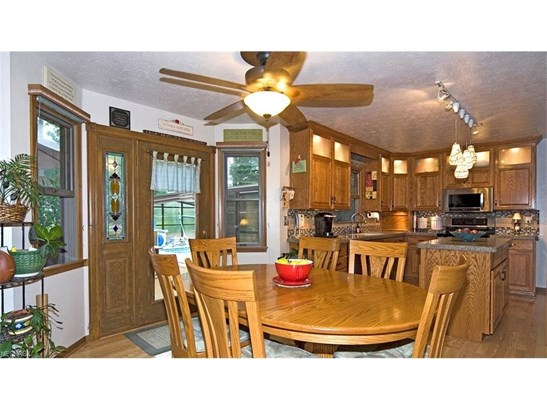 10039 Forestview Dr, Strongsville, OH - USA (photo 4)