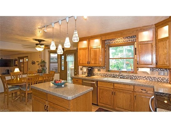 10039 Forestview Dr, Strongsville, OH - USA (photo 5)