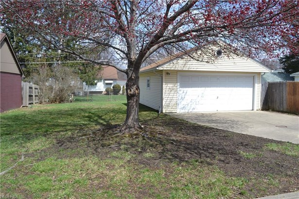 10962 Blossom Ave, Parma Heights, OH - USA (photo 2)