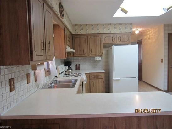1850 Applewood Dr, Seven Hills, OH - USA (photo 2)