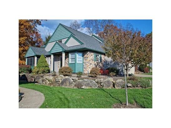 834 Hampton Ct, Sagamore Hills, OH - USA (photo 2)