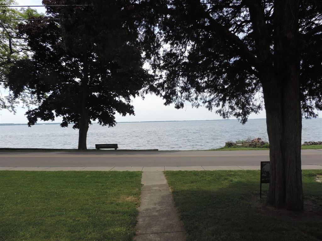 523 West Lakeshore Drive, Kelleys Island, OH - USA (photo 2)