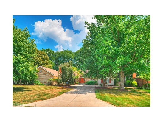 3811 W Valley Dr, Fairview Park, OH - USA (photo 2)