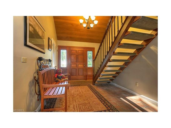 3811 W Valley Dr, Fairview Park, OH - USA (photo 3)