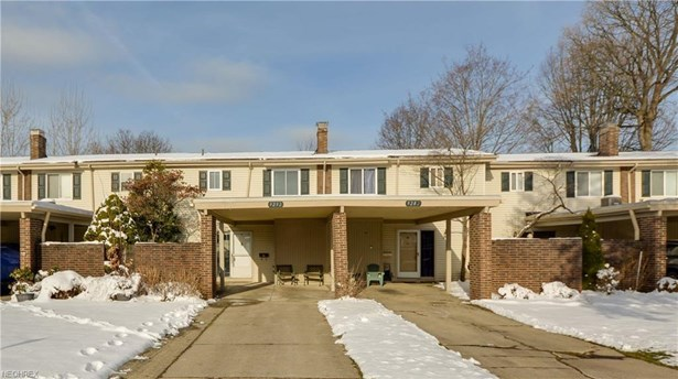 9292 Fernwood Dr, Olmsted Falls, OH - USA (photo 1)