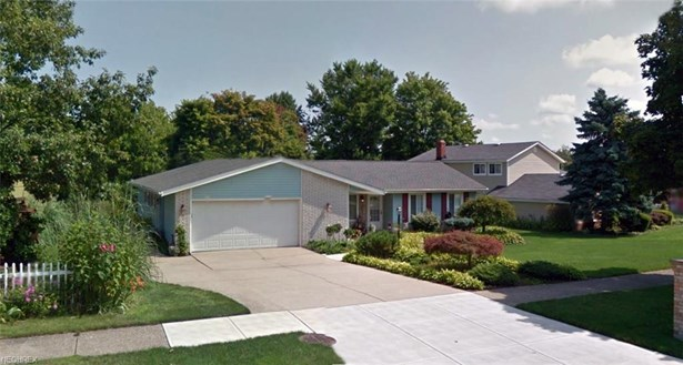 13922 Bennington Blvd, Middleburg Heights, OH - USA (photo 2)