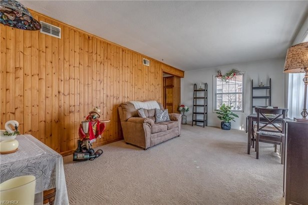 5298 Strawberry Ln, Willoughby, OH - USA (photo 2)