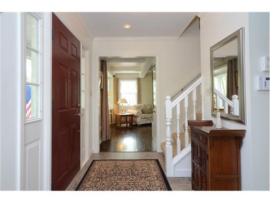 ENTRY FOYER TO WELCOME YOUR GUESTS (photo 5)