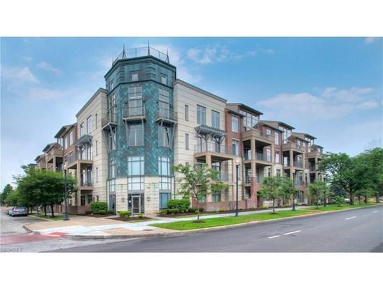 16800 Van Aken Blvd 305, Shaker Heights, OH - USA (photo 1)