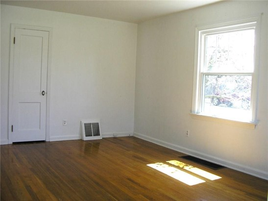 Lots of natural light and hardwood flooring make for an appealing living room. (photo 3)