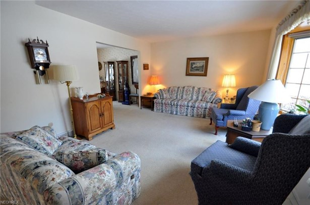 4039 Tennyson Ln, North Olmsted, OH - USA (photo 2)