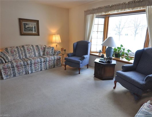 4039 Tennyson Ln, North Olmsted, OH - USA (photo 4)