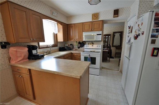 4039 Tennyson Ln, North Olmsted, OH - USA (photo 5)