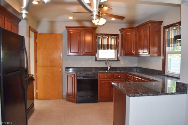 1701 Byron Dr, Mayfield Heights, OH - USA (photo 3)