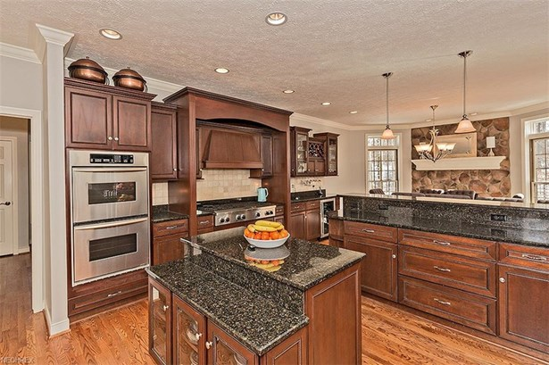 7995 Woodberry Blvd, Chagrin Falls, OH - USA (photo 5)