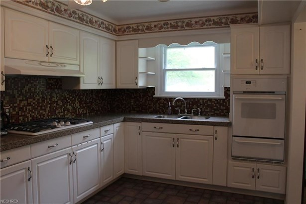 6304 Stratford Dr, Parma Heights, OH - USA (photo 2)