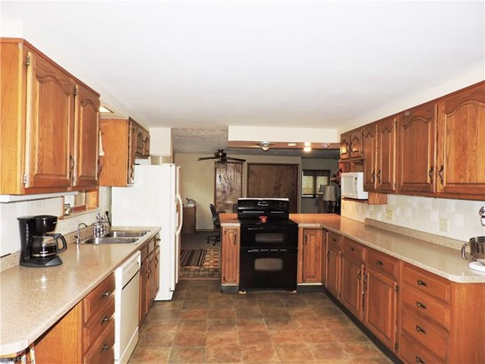 6006 Mackenzie Rd, North Olmsted, OH - USA (photo 3)