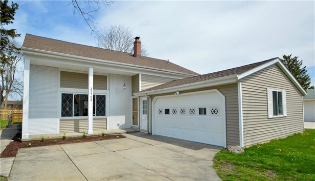 23752 Curtis Dr, North Olmsted, OH - USA (photo 1)