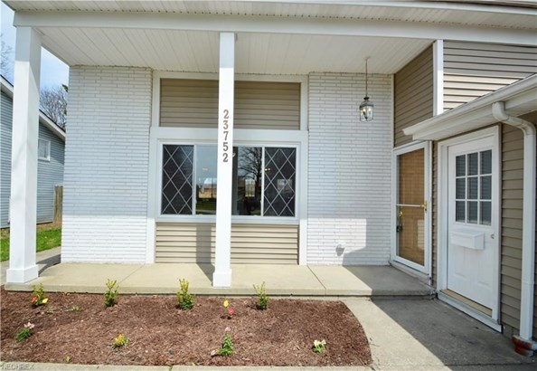 23752 Curtis Dr, North Olmsted, OH - USA (photo 2)