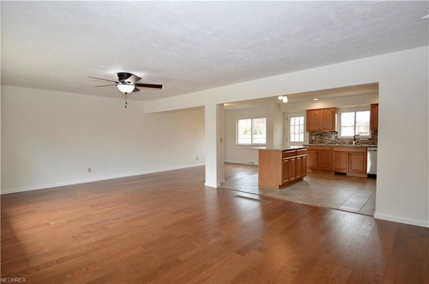 23752 Curtis Dr, North Olmsted, OH - USA (photo 3)
