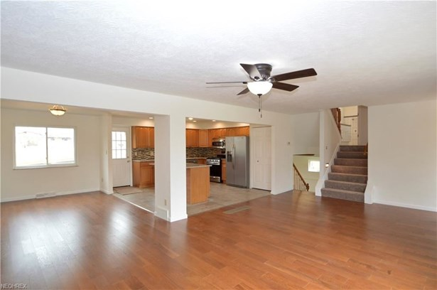 23752 Curtis Dr, North Olmsted, OH - USA (photo 5)