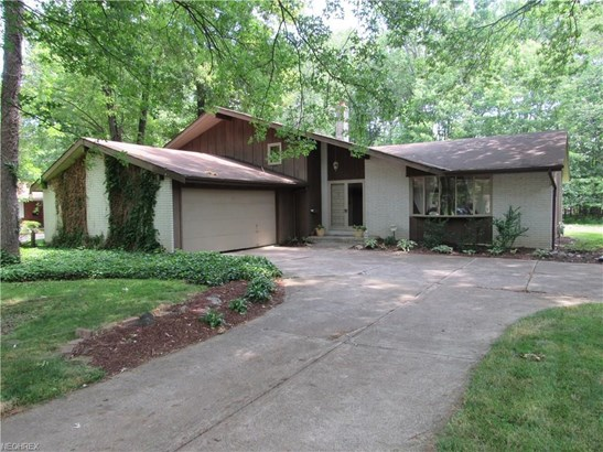 3939 Canterbury Rd, North Olmsted, OH - USA (photo 1)