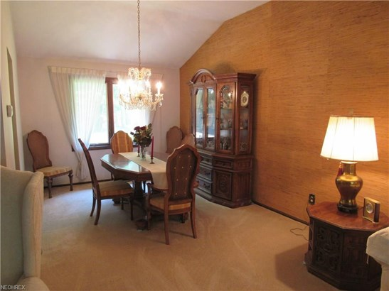 3939 Canterbury Rd, North Olmsted, OH - USA (photo 5)