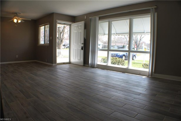9670 Manorford Dr, Parma Heights, OH - USA (photo 3)