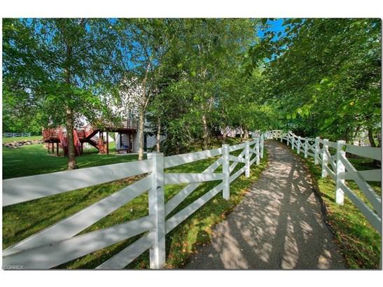544 Canterbury Ln, Sagamore Hills, OH - USA (photo 4)