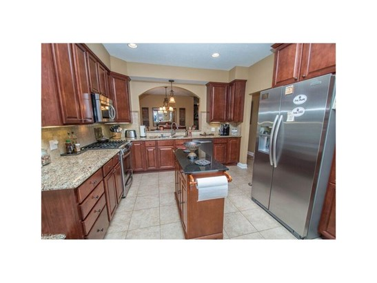 153 Stonecreek Dr, Mayfield Heights, OH - USA (photo 3)