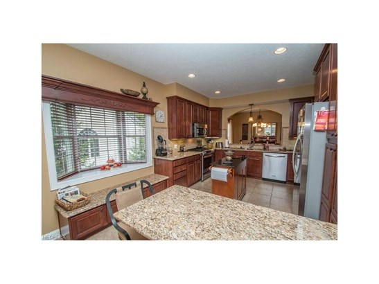 153 Stonecreek Dr, Mayfield Heights, OH - USA (photo 4)