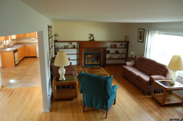 20 Forest Rd, Burnt Hills, NY - USA (photo 2)
