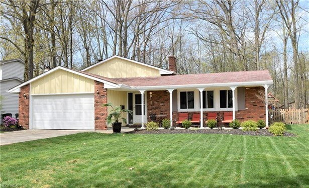 3960 Shelley Dr, North Olmsted, OH - USA (photo 1)