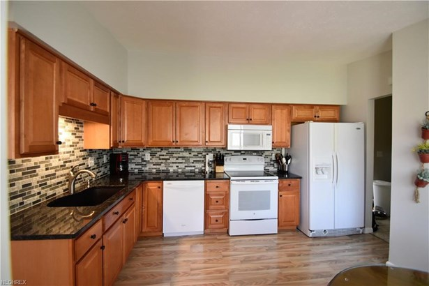3960 Shelley Dr, North Olmsted, OH - USA (photo 3)